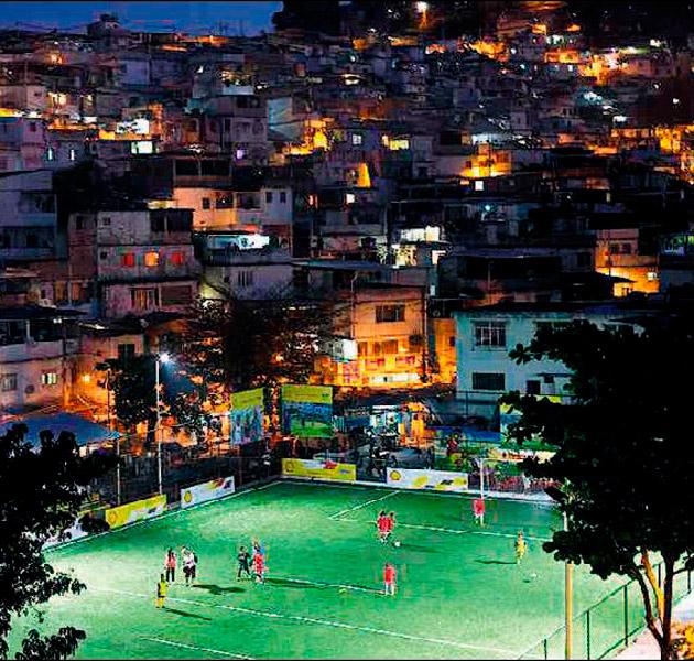 Yeşil sahayı futbolcu teri aydınlatıyor