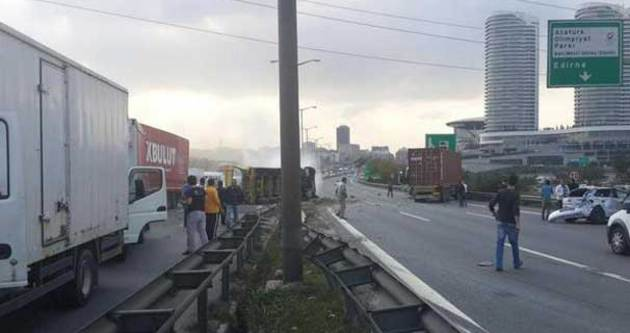İstanbul'da trafiği kilitleyen kaza