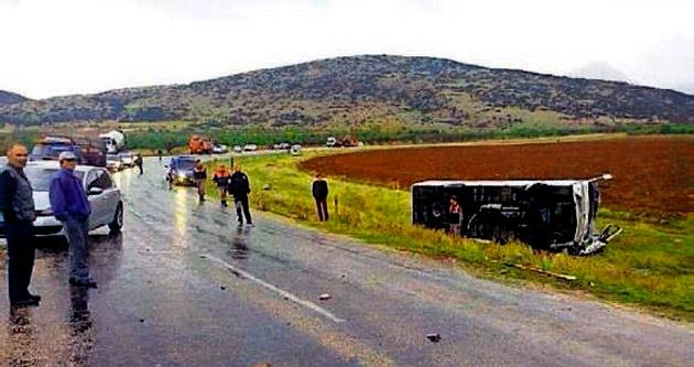 Uluborlu'da kaza: 1 ölü, 12 yaralı