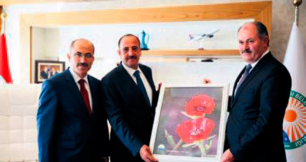 Erol Bozkurt'a tablo hediye etti