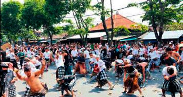Bali'de kötü ruhlar 'elmaslarla' kovuldu