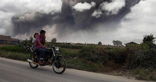 Sinabung Yanardağı çevresindeki köylerde tahliye