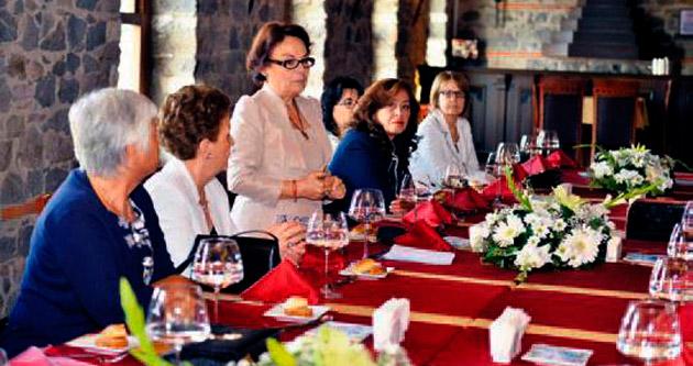 İzmir'de başkan eşleri buluşması
