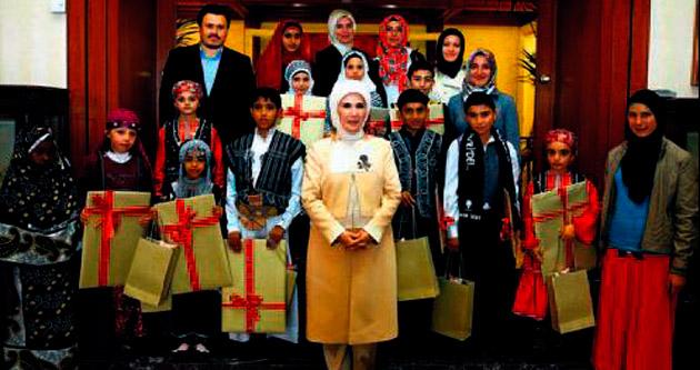 Emine Erdoğan dünya çocuklarıyla buluştu