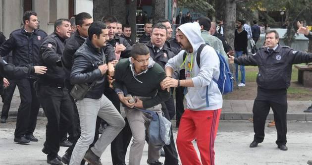Anadolu Üniversitesi'nde kavga