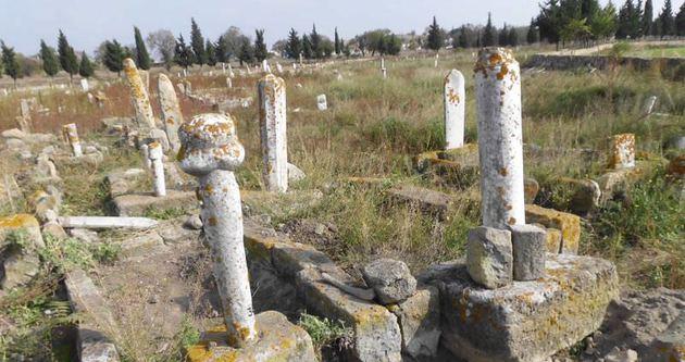 Mezarlıkta kaçak kazı iddiası