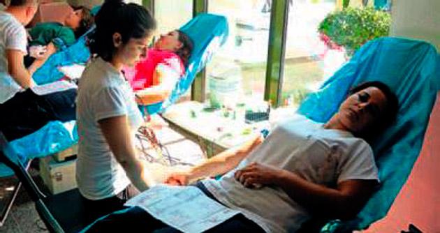 Sağlıkçılardan kan bağışı