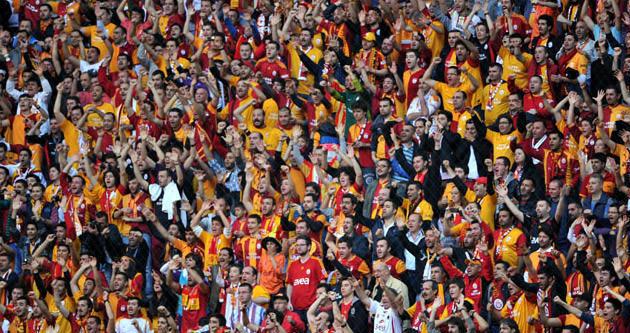 Eski Galatasaraylıya protesto