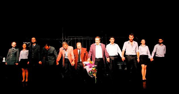 Konak'ta tiyatro sezonu AST'la açıldı