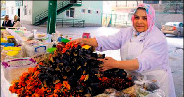 Ayrancı'daki köy pazarı ilgi gördü