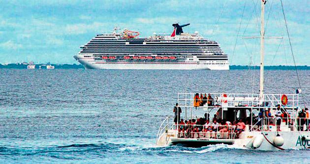 Ebola korkusu yüzünden hiçbir liman kabul etmedi