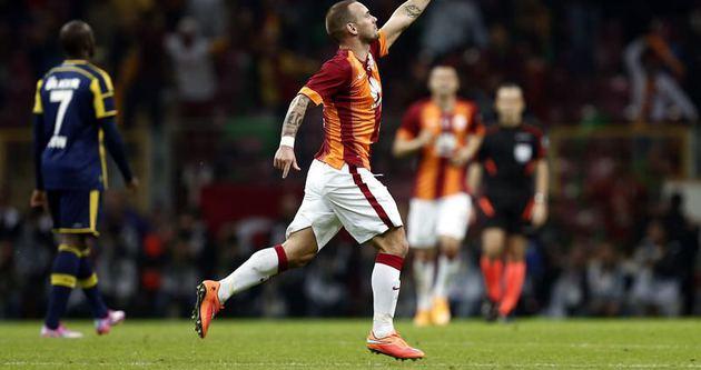 Sneijder Volkan ile dalga geçti