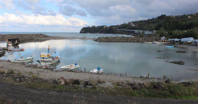 Balıkçı kayıkları limanda mahsur kaldı