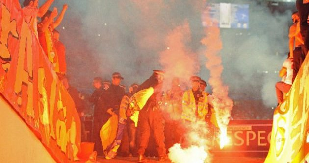 UEFA'dan Galatasaray'a meşale cezası!