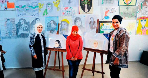 Suriyeli sığınmacıları ziyaret etti