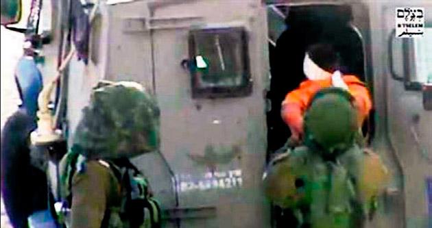 İsrail askeri engelli çocuğu kelepçeledi