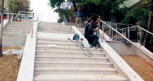 Merdivenli yol dikkat çekiyor