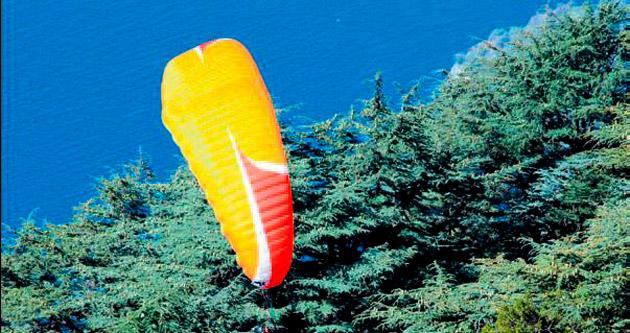 Paraşütü düştü uçmaktan vazgeçmedi