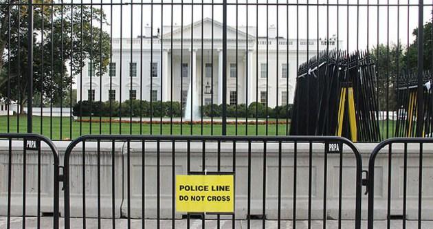 Beyaz Saray'a girme girişimini köpekler engelledi