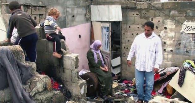 Filistinli aile mezarlıkta yaşıyor