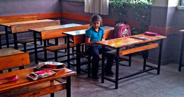 Selen sınıfta yalnız kaldı