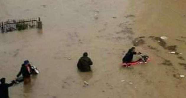 Manavgat'ta sel hayatı felç etti