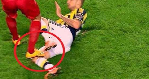 Fenerbahçelileri isyan ettiren pozisyon