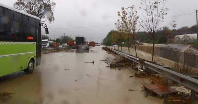E-5'te ulaşıma yağış engeli