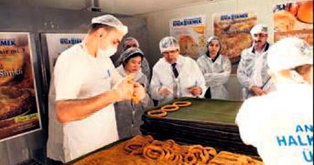 Filipinli heyete Halk Ekmek'ten simit dersi