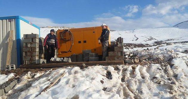Hakkari'de kayak evi çalışmaları sürüyor
