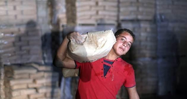 Filistin'de çimento dağıtılmaya başlandı