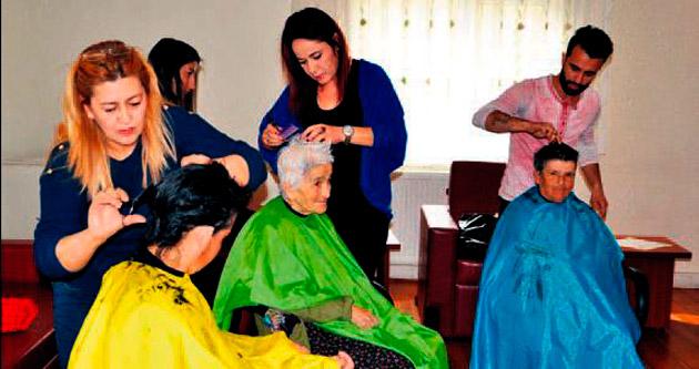 Huzurevi sakinlerine saç ve cilt bakımı