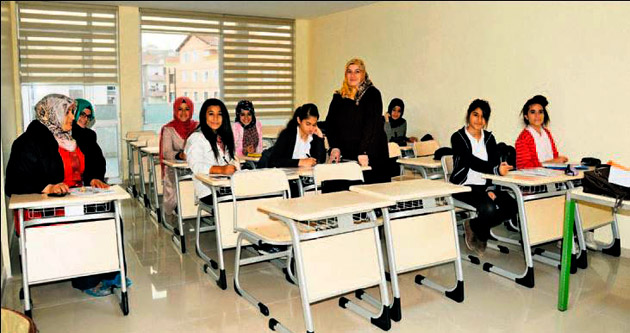 Kadınlar hem teorik hem pratik eğitimden geçiyor