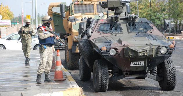 Diyarbakır'da asker şehre indi