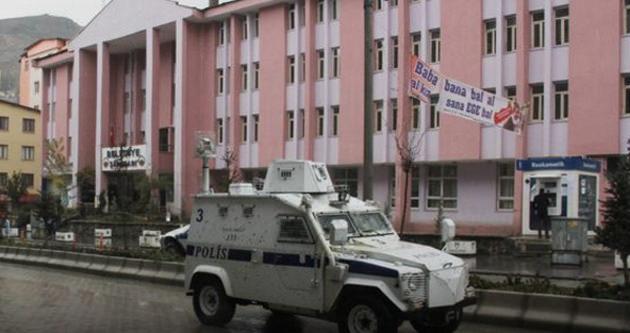 Hakkari'de zırhlı araç devrildi: 6 polis yaralı