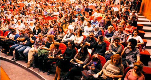 Öğrencilerin tiyatro keyfi