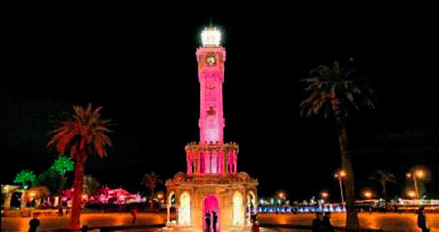 İzmir Saat Kulesi pembe ışık saçtı