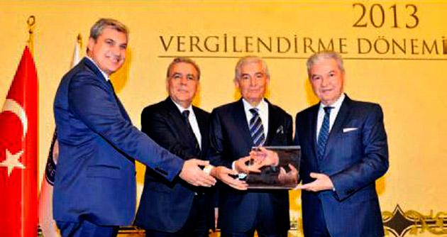 İzmir'e Katkı Ödülü Özkardeşler'e verildi