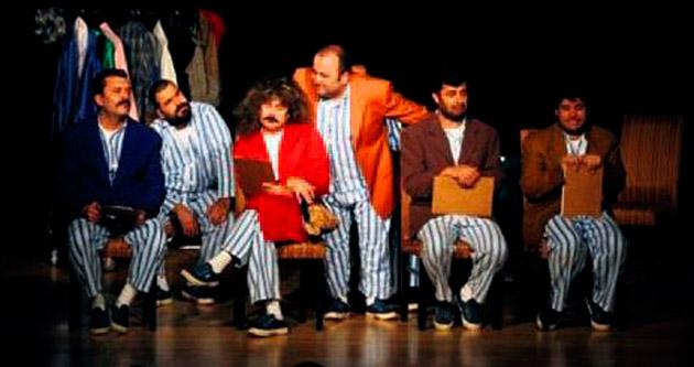 'Pijamalı adamlar' kahkahaya boğacak