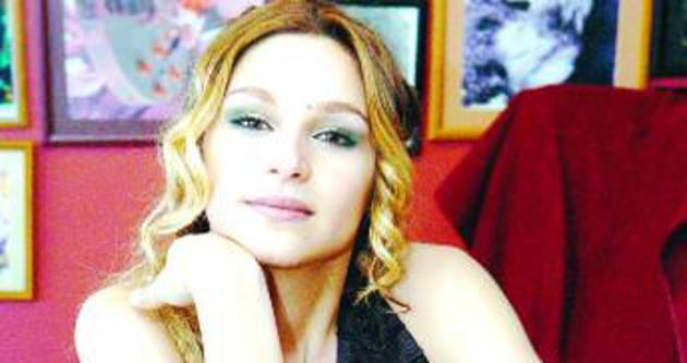 Popstar Firdevs evlendi