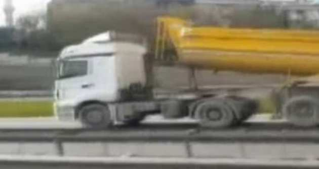 Damperi açılan kamyon yürekleri ağza getirdi