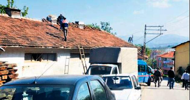 Çatıdan düşen usta kurtarılamadı