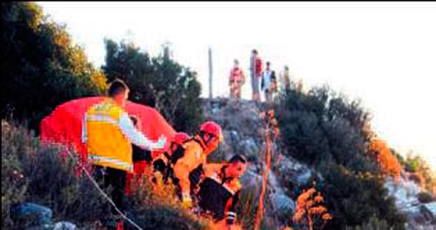 Emekli öğretmen, bin 200 metreden kayalıklara çakıldı