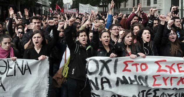 Yunan öğrenciler okullarını işgal etti