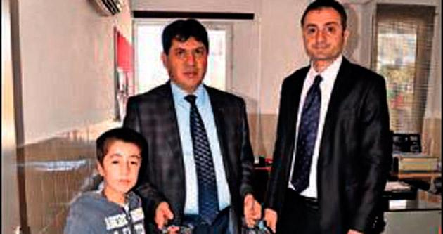 Başkan Gül'den kırtasiye yardımı