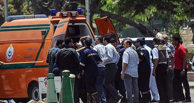 Mısır'da treni bombaladılar