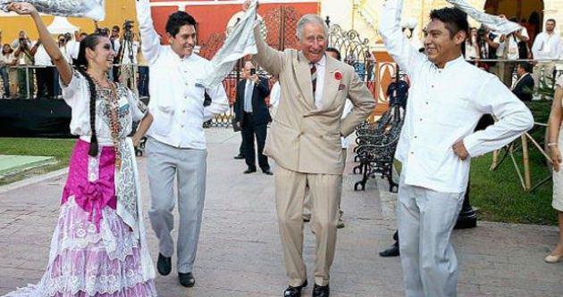 Prens Charles Meksika'da halay çekti