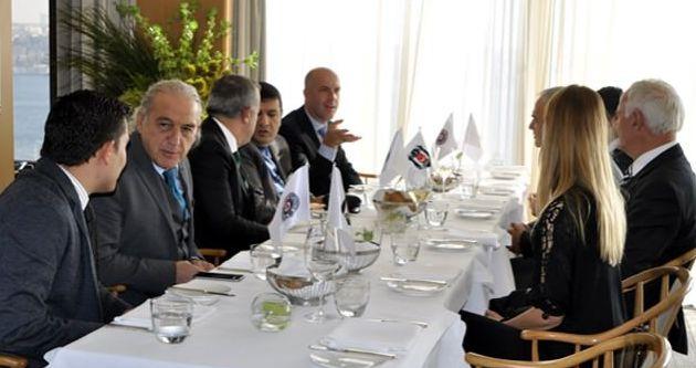 Beşiktaş'tan, Partizanlı yöneticilere yemek