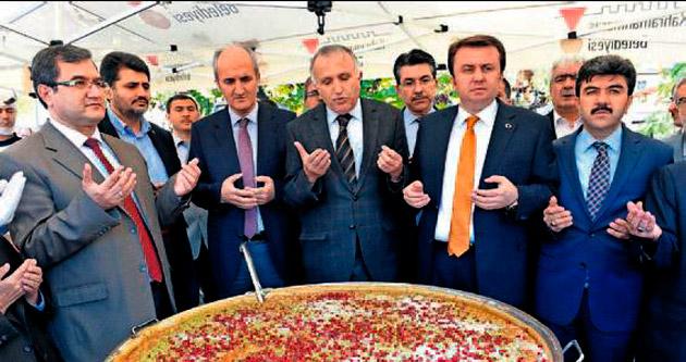 Başkan Erkoç'tan 5 bin kişiye aşure ikramı