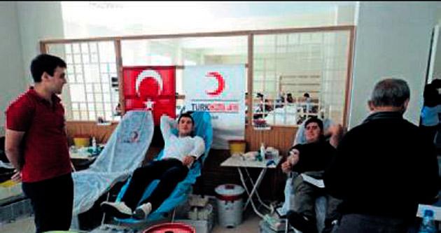 Üniversitelilerden örnek kan bağışı